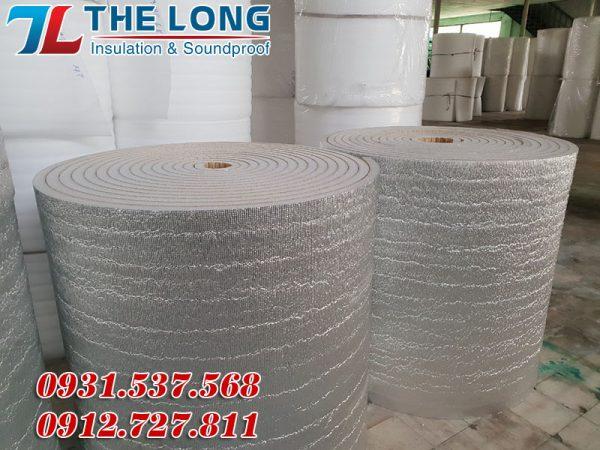 ưu điểm của tấm cách nhiệt mái tôn là dễ thi công lắp đặt, giá thành rẻ, độ bền cao, cách nhiệt tốt.