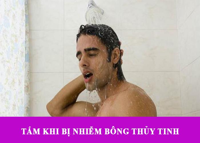 Tắm khi bị nhiễm bông thủy tinh