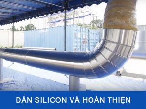Dán silicon vào và hoàn tất quá trình thi công bọc bảo ông đường ống nóng lạnh